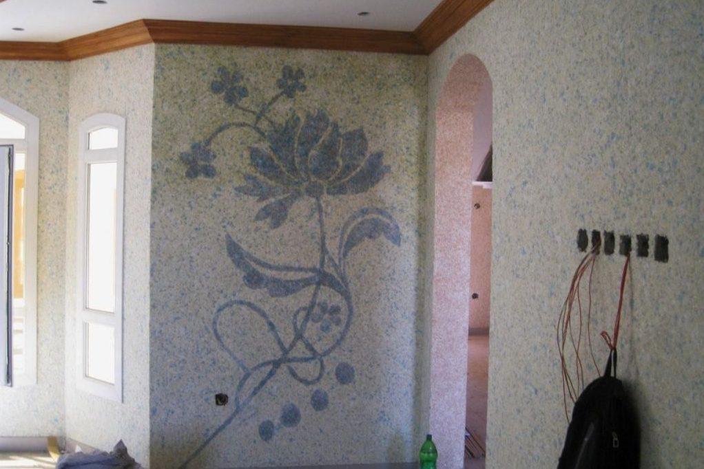 Узор на стене жидкими обоями, выполненный мастерами из Винницы